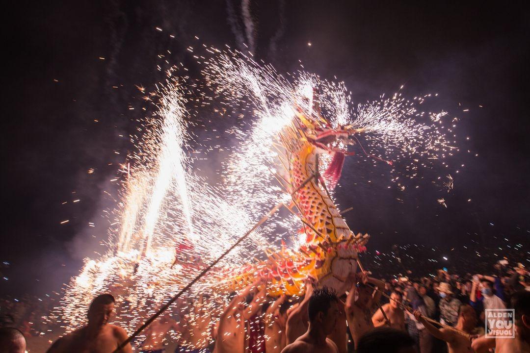 當代中國-中國旅遊-中國文化-廣東-舞火龍-元宵節-1