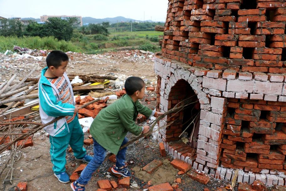 當代中國-圖說中國-中秋習俗燒塔