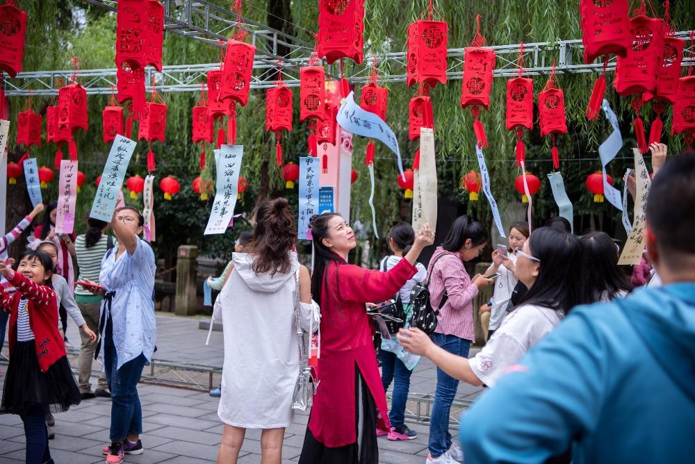 當代中國-圖說中國-中秋習俗-燈謎
