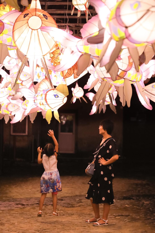 當代中國-圖說中國-中秋習俗-花燈