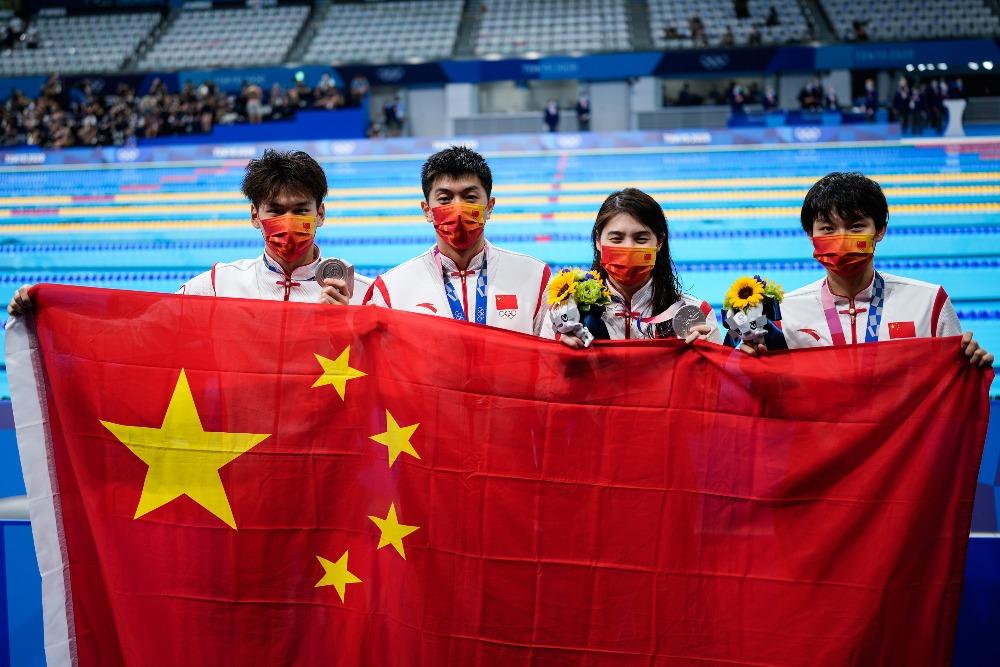 當代中國-體育運動-東京奧運國家隊男女混合4X100奪銀