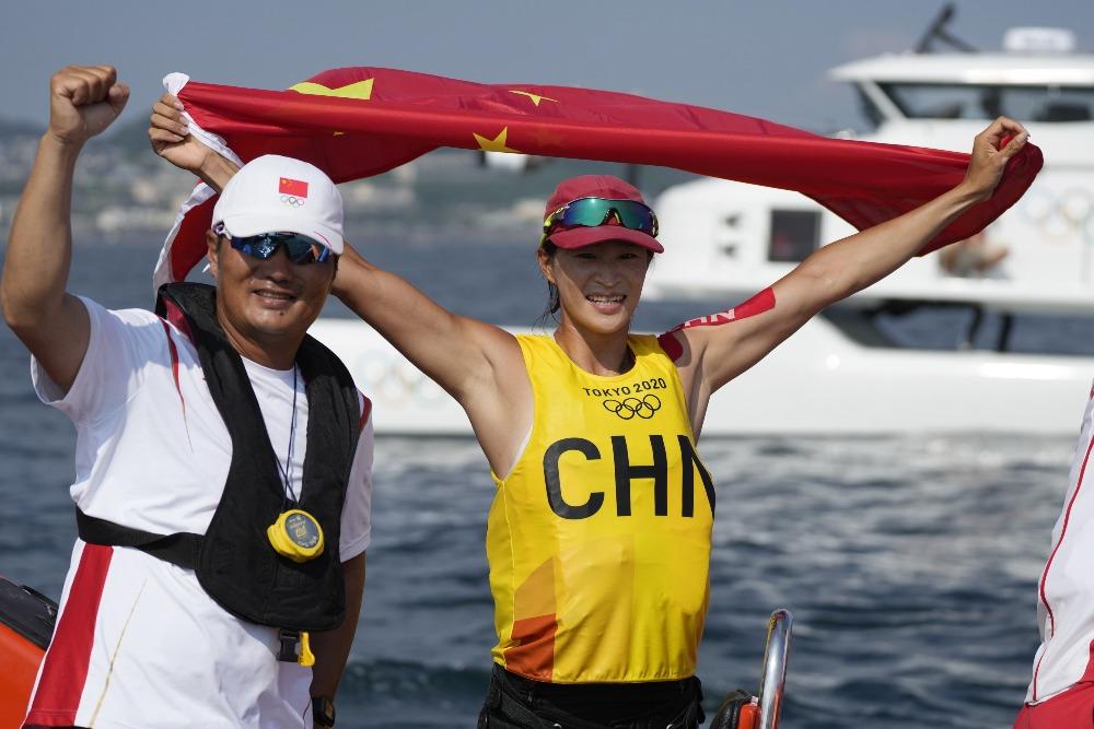 當代中國-體育運動-東京奧運盧秀雲滑浪風帆奪金