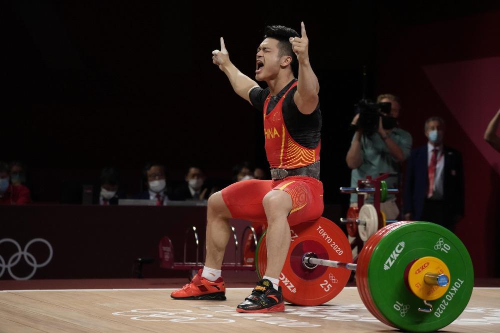 當代中國-體育運動-東京奧運石智勇打破世界紀錄奪金