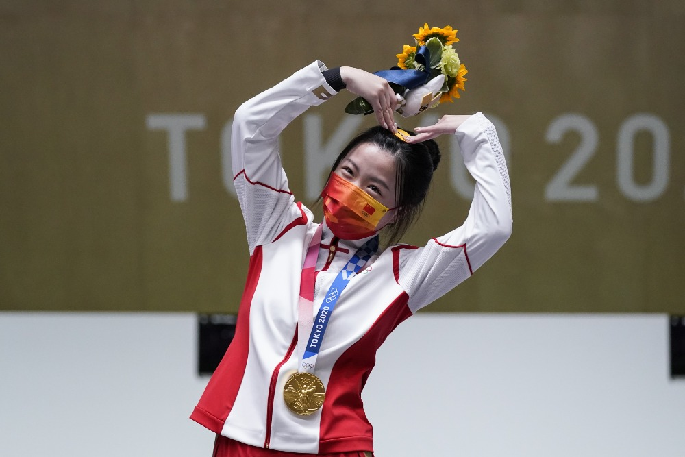 當代中國-體育運動-楊倩女子10米氣步槍奪冠