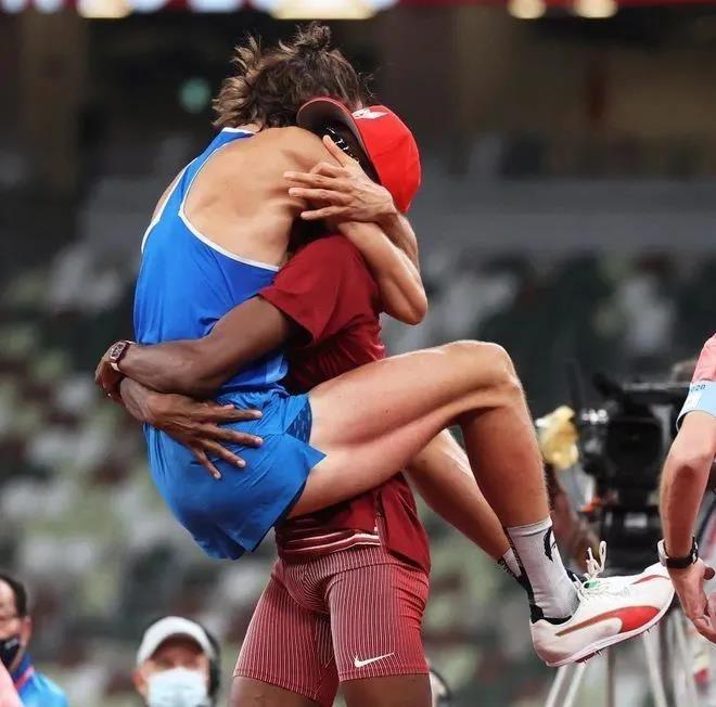 東京奧運-心心相惜-跳高-意大利選手坦貝里與卡塔爾選手巴希姆
