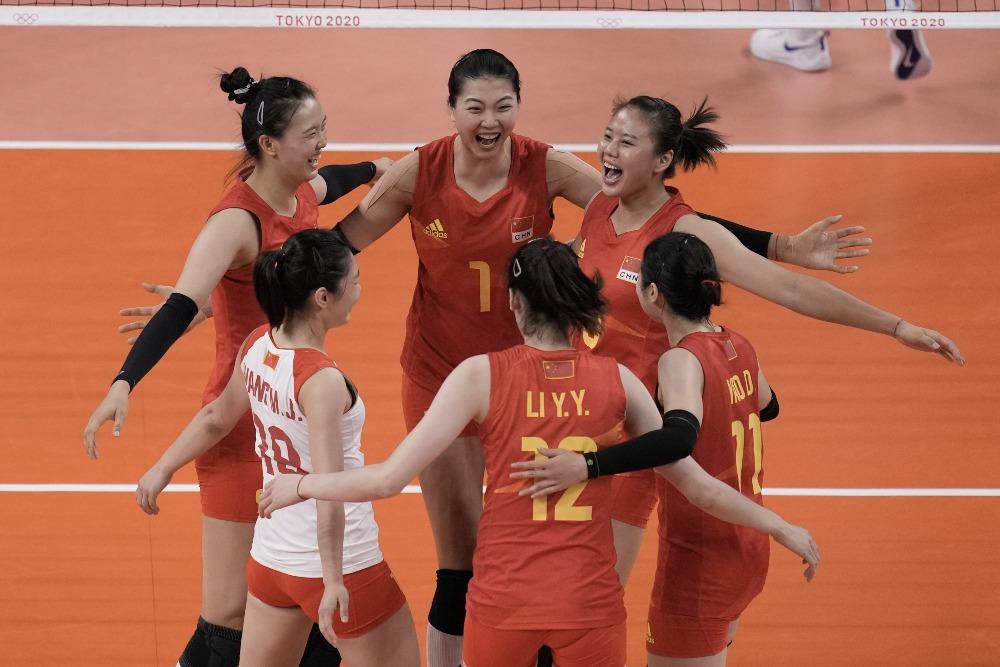 當代中國-體育運動-東京奧運中國女排奪得首勝