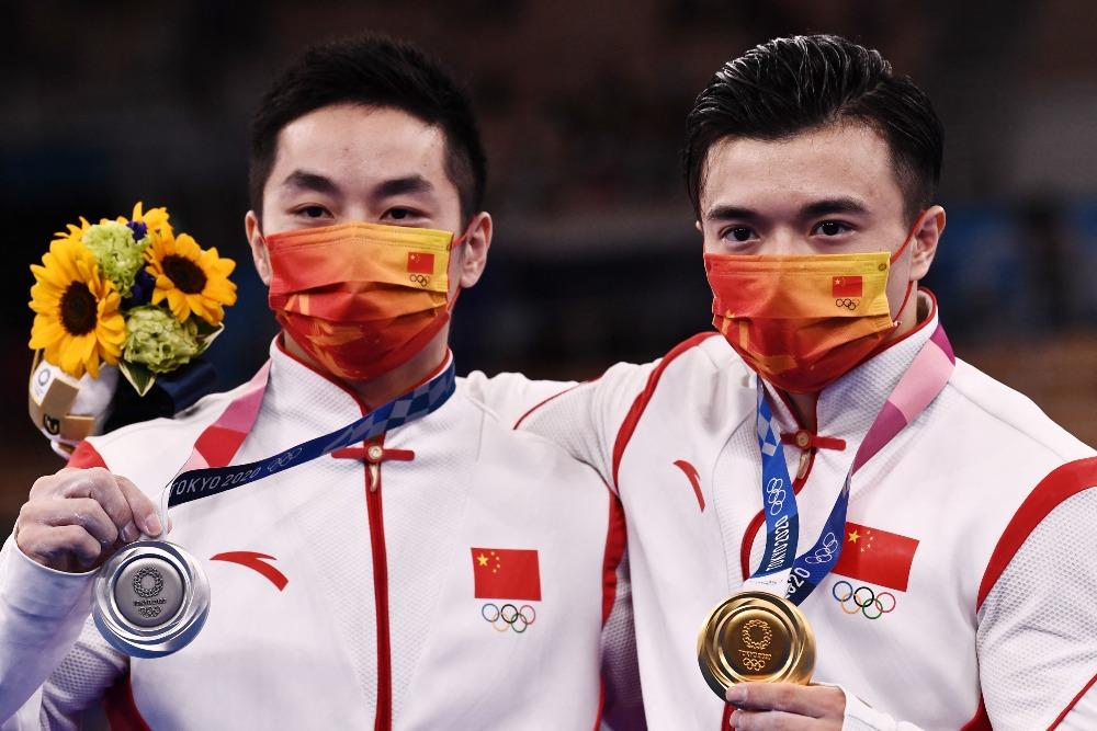 當代中國-體育運動-東京奧運劉洋尤浩男子吊環包攬金銀牌