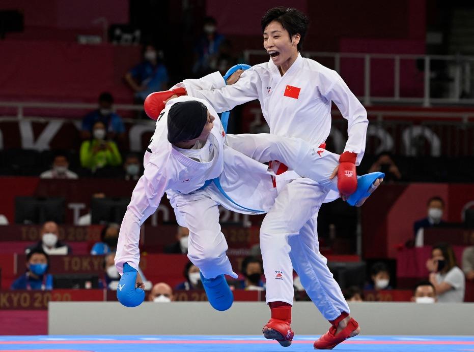 當代中國-體育運動-東京奧運尹笑言女子61公斤級獲得銀牌