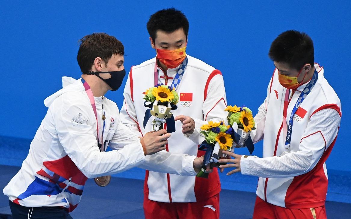 當代中國-體育運動-東京奧運曹緣楊建包攬男子10米高台跳水金銀牌