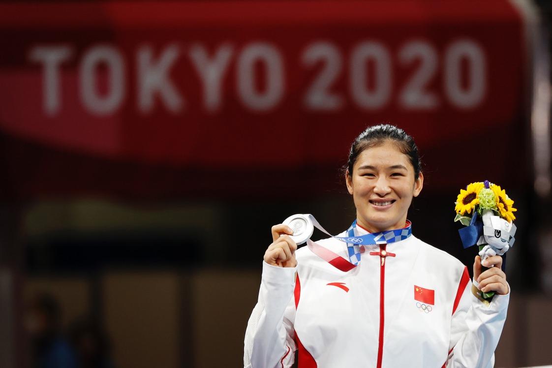當代中國-體育運動-東京奧運李倩奪得中量級女子拳擊金牌