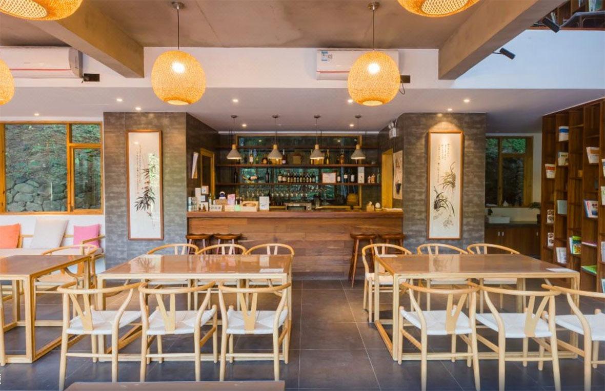位於地下的餐廳,內裏十分寬敞,給人有種慢活感覺。 (圖片來源:Trip.com)