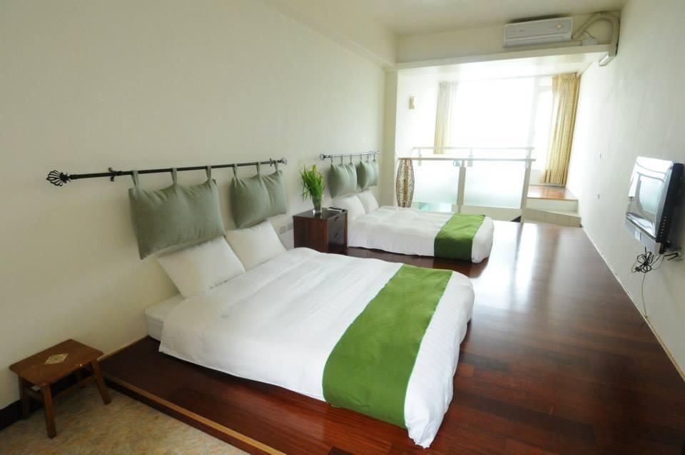 客房用上森林色系的設計,讓人彷彿有著回家的感覺,同時流露出清新舒適的氛圍。(圖片來源:森之王子民宿Facebook)