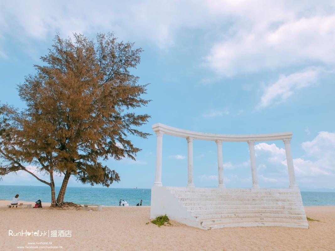 外邊就是沙灘,環境清幽,不過沙粒有點兒粗糙。(圖片來源:Runhotel.com)