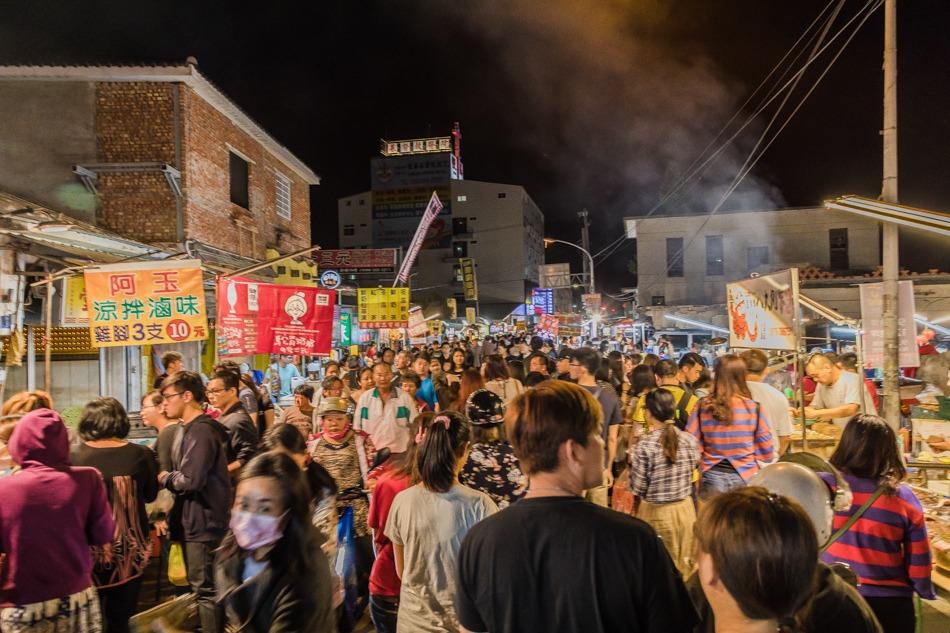 除了墾丁大街夜市之外,而「恆春周日夜市」價格便宜實惠,更有多款本地的特別小食,近年吸引不少遊客。