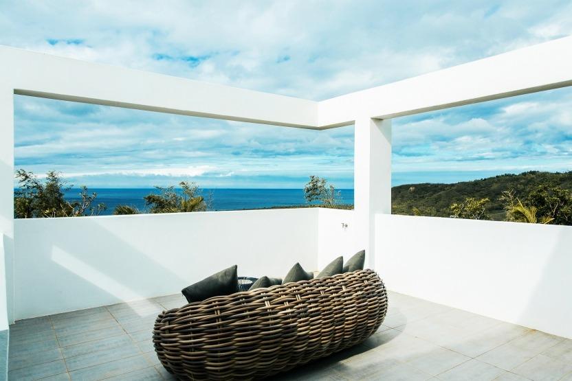豪華家庭房擁有獨立露台、客廳景觀,可以欣賞日落、270度海景。