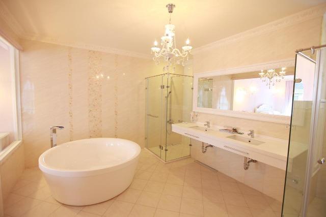 希格瑪民宿客房的浴室,採用乾濕分離設計,還配上很大的窗户,觀賞風景,享受極緻!