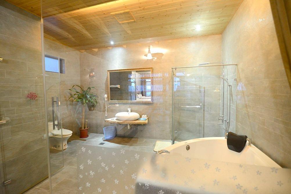 浴室空間大,有舒緩疲憊的洗澡浴缸。