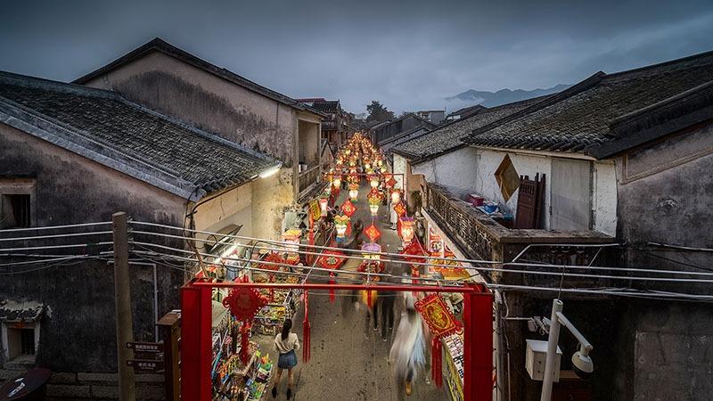 大鵬古城佔地約11萬平方米,城池格局完整,街道古跡保留明清年代的風貌