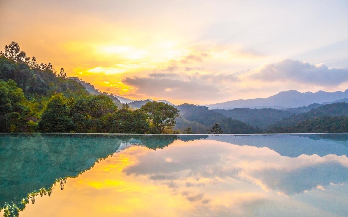 以原始的自然環境與隔絕的空間,讓十字水生態度假區成為度假的理想勝地,被美國《國家地理》評選出的「全球50大生態度假村」之一,也是國內唯一獲此殊榮的度假村。