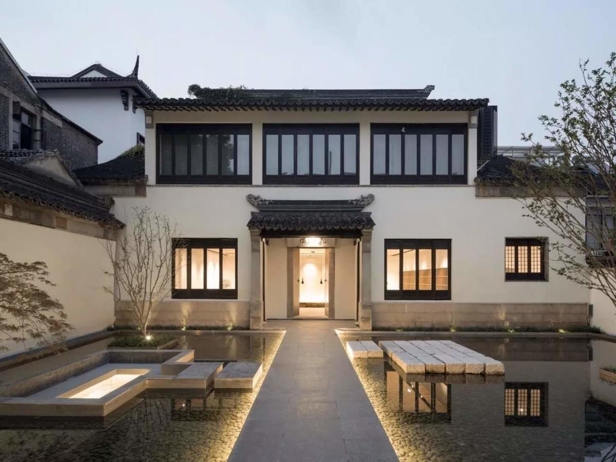 前身是老宅嘉園,擁有百年歷史,經過日本建築師改造,變成全新現化精品民宿。