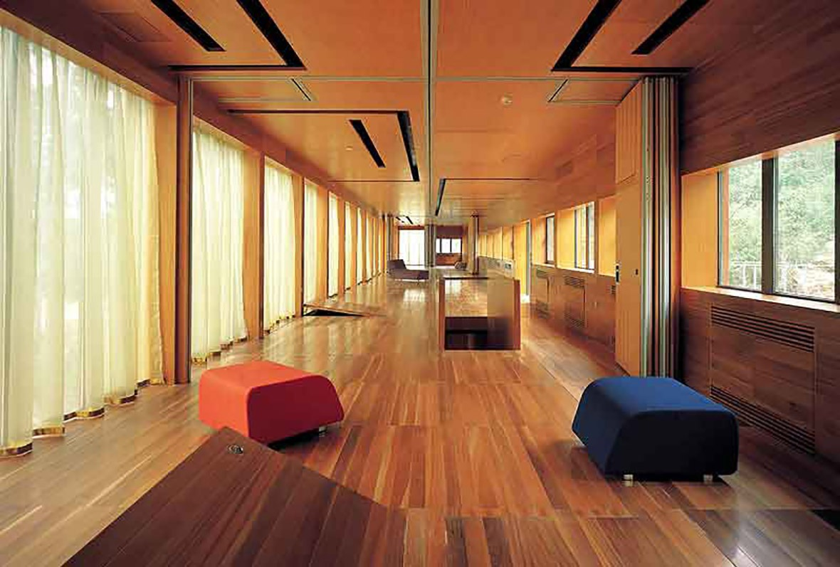 中間層是一個供住居、活動 或前往主樓層。