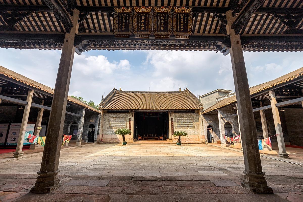 這所建築是海歐島上,以原客家式雕特式的祠堂,具有很多歷史足跡。