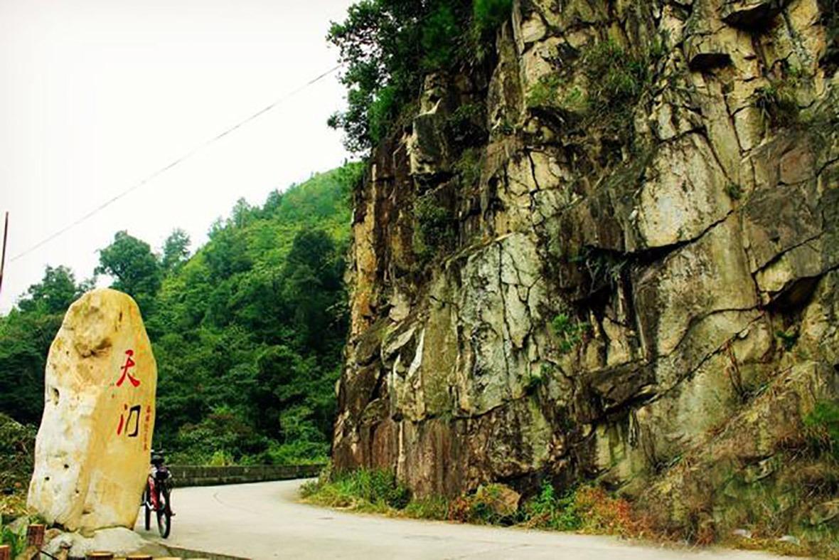 路段的一半是天門石,高度約602米。(網上圖片)