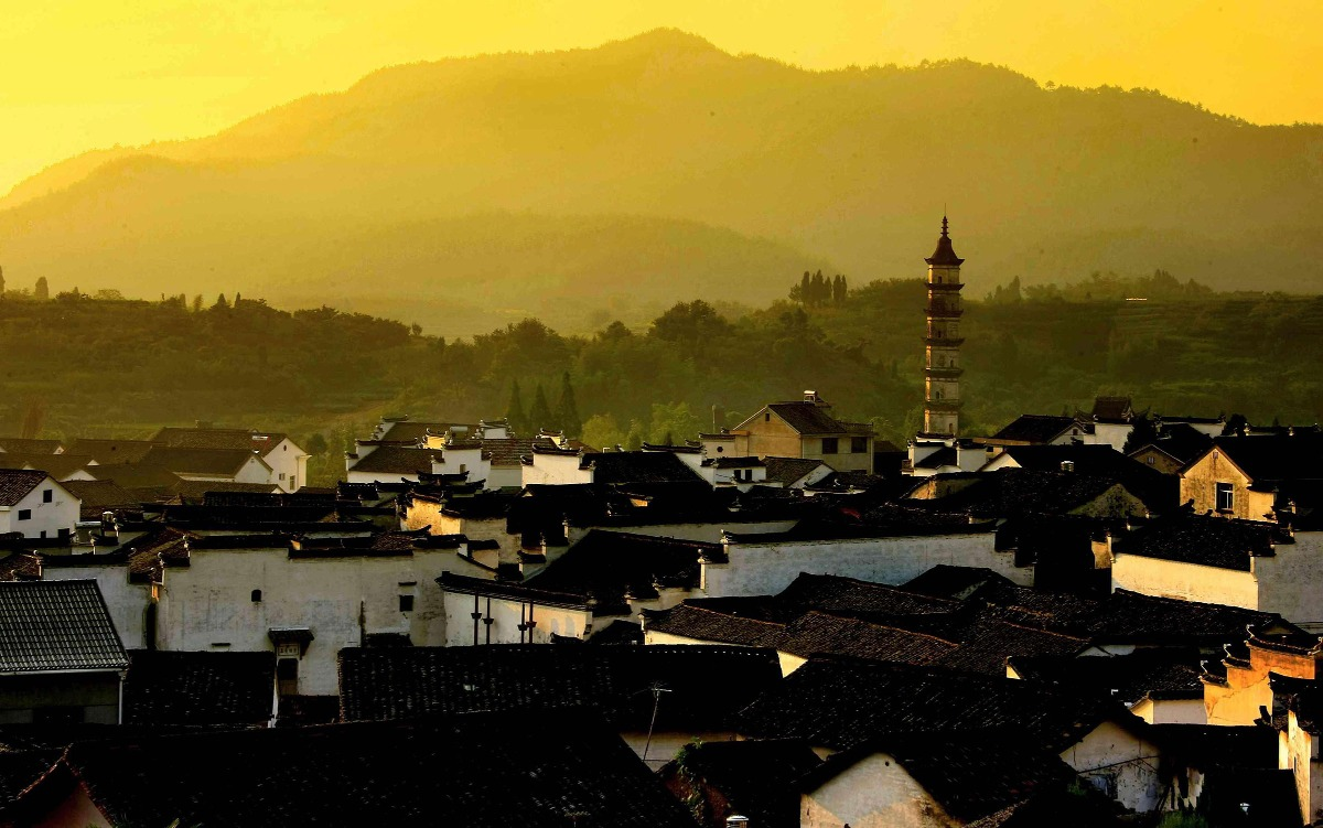 古村已有800多年歷史,村內保留了明清建築200多座,被譽為中國最大明清古民居建築露群。