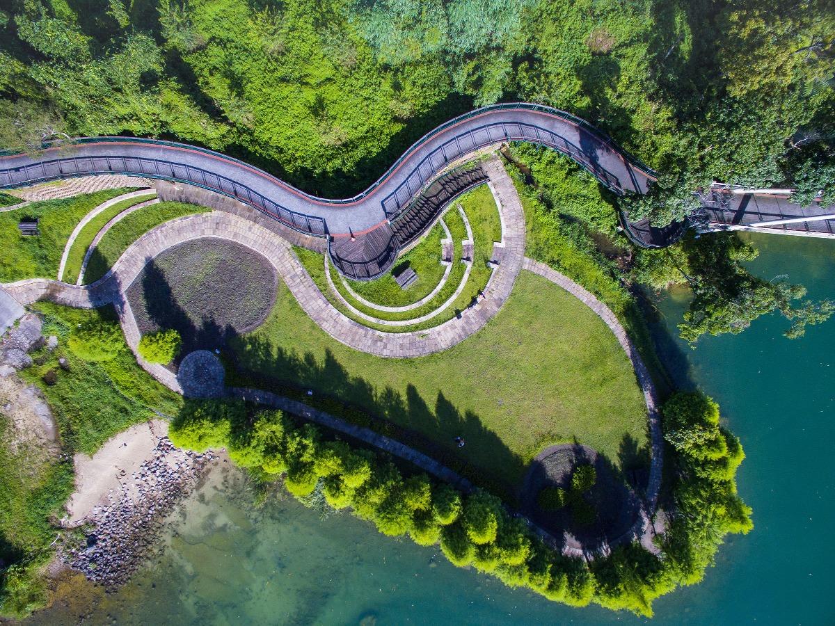 日月潭將行人與單車分隔,讓各位旅客及遊人可以慢步細賞怡人景色。