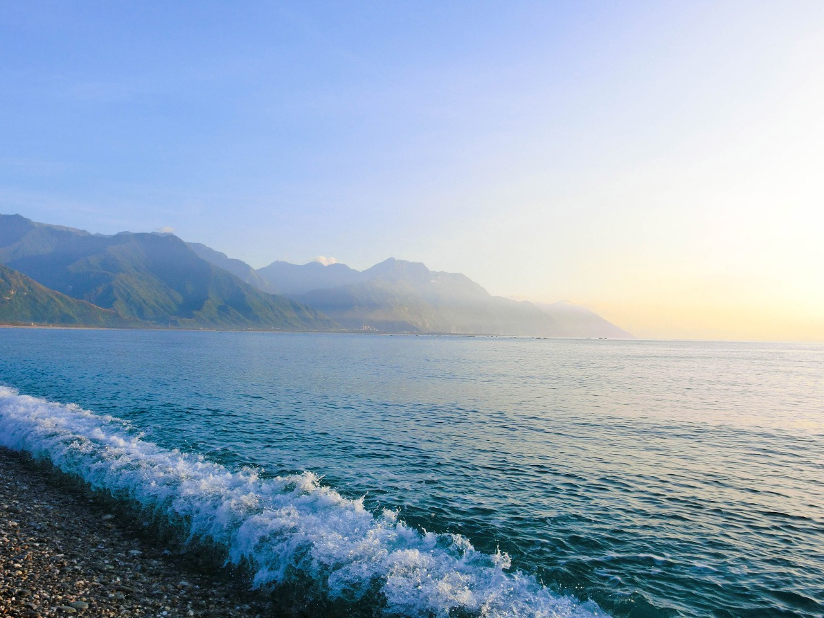 慢步在七星潭海岸上,沿途都是如同雞蛋般的圓滑鵝卵石,傳說在七星潭疊石頭,可以祈求好運!