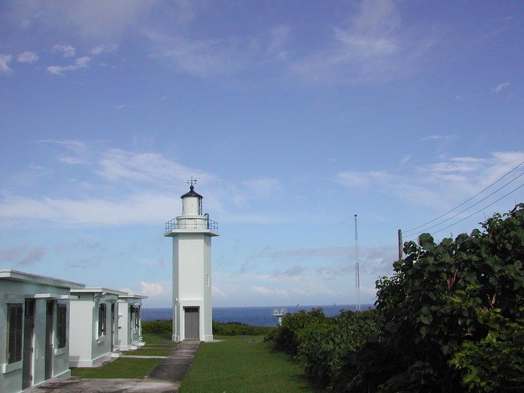 1931年建造的奇萊鼻燈塔,位於花蓮港北端奇萊鼻岬角,在二次大戰被美軍飛機炸毀,於1963年在原塔附近重建白色五角形混凝土燈塔一座,這是台灣唯一五角型鋼筋混凝土燈塔。