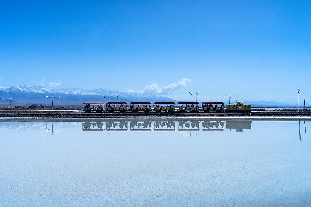 當代中國-潮遊生活-旅遊風物-茶卡鹽湖湖03