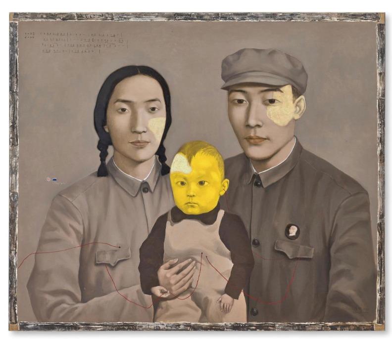 《血緣—大家庭:全家福2號》是張曉剛此系列最先兩幅開山之作,亦是他的成名作。(網上圖片)