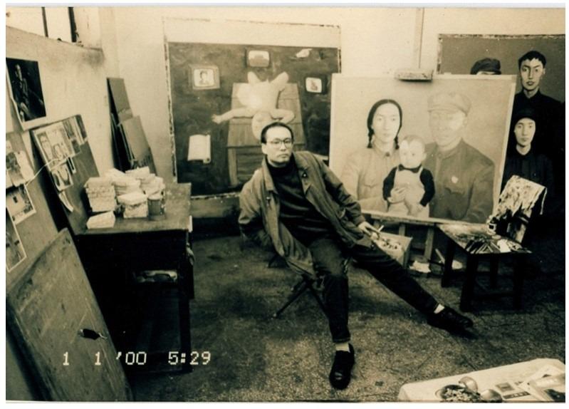 1993年張曉剛正創作《血緣—大家庭:全家福2號》。(網上圖片)