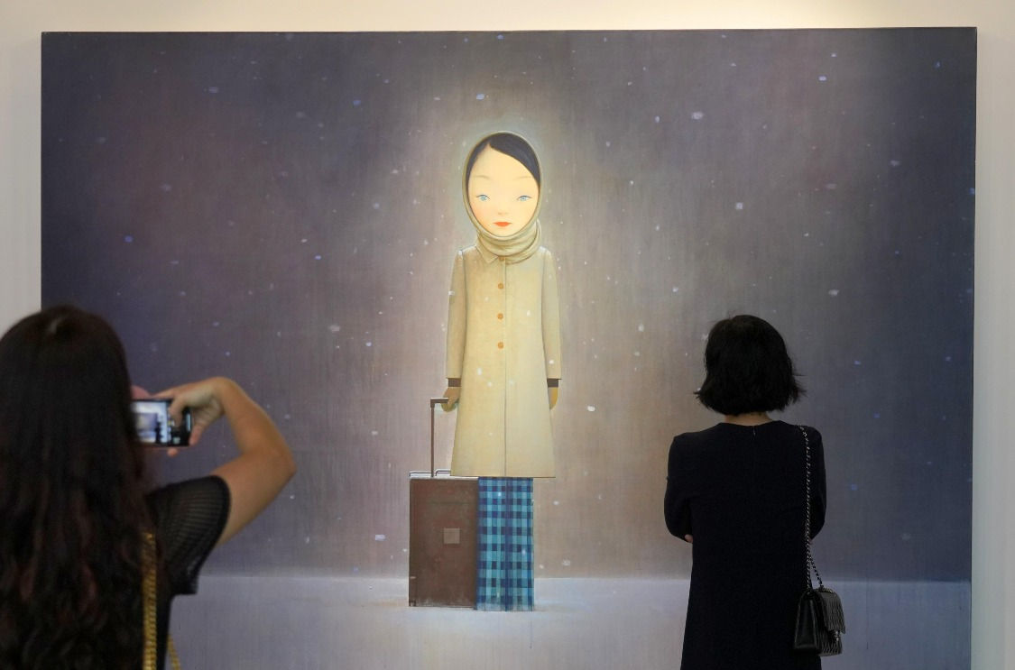 劉野創作的紅色系列畫作,奠定了他的敘事風格,但是這幅《讓我留在黑暗裡》,卻展現出與其他作品截然不同的畫風。(圖片來源:Getty)