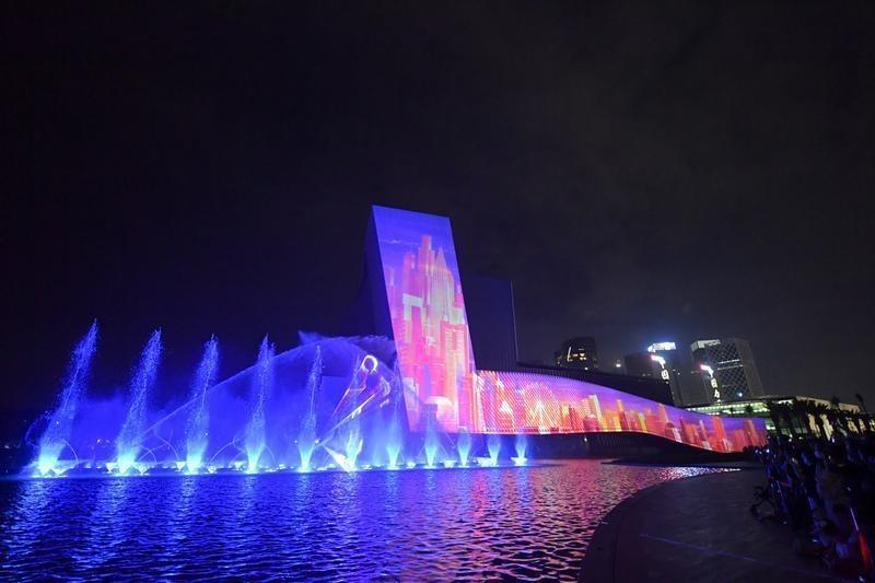 當代中國-深圳-深圳歡樂港灣坐最高摩天輪看最美燈光匯演