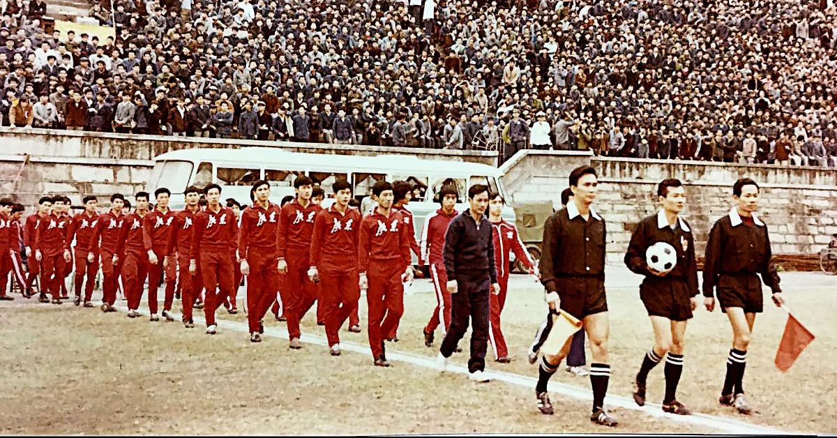 當代中國-改革開放-省港杯-省港杯是廣東省和香港之間,每年一度的傳統足球賽事,由霍英東先生創辦。