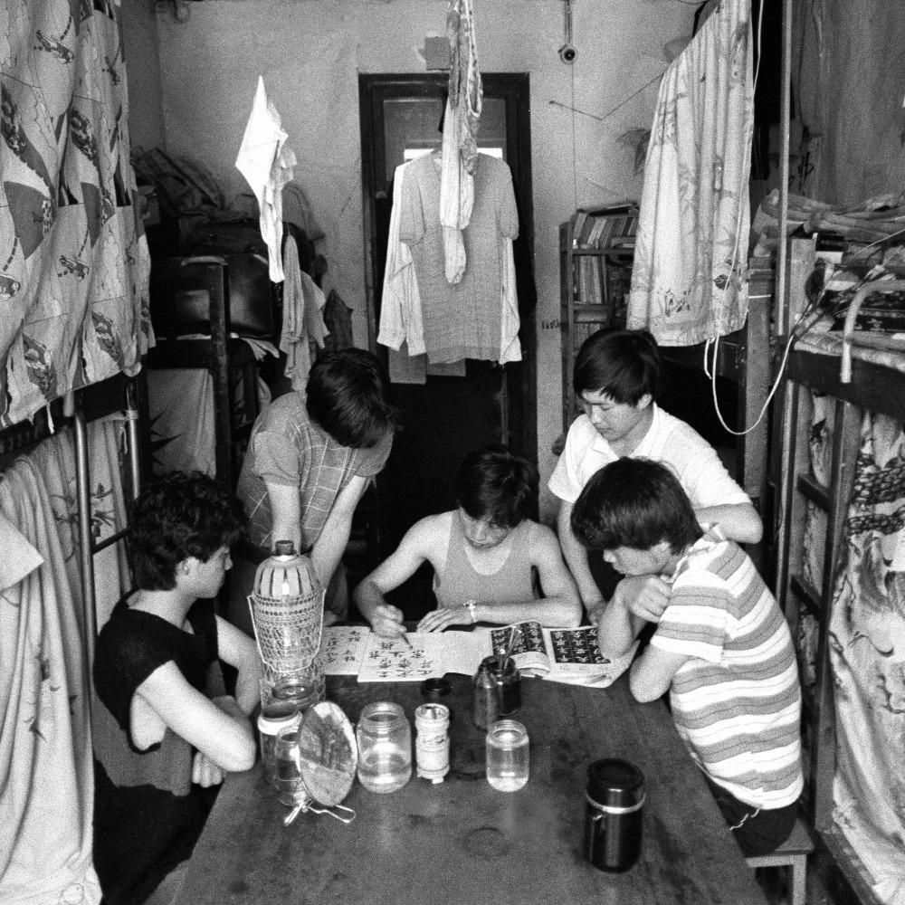 當代中國-977年高考恢復,大學收生結束文革時的推薦入學制,重新按成績招生。