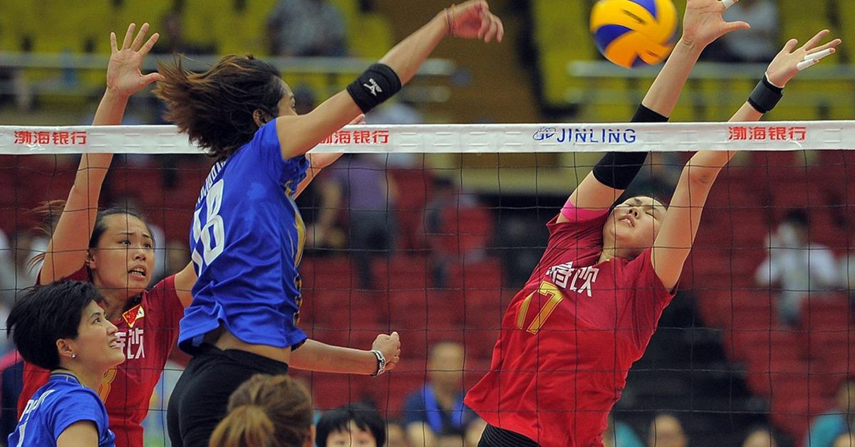 當代中國-中國女排-顏妮(紅色衫)在2019年的女排世界杯攔網排行榜上,以平均每局0.94次攔網得分排名第二。