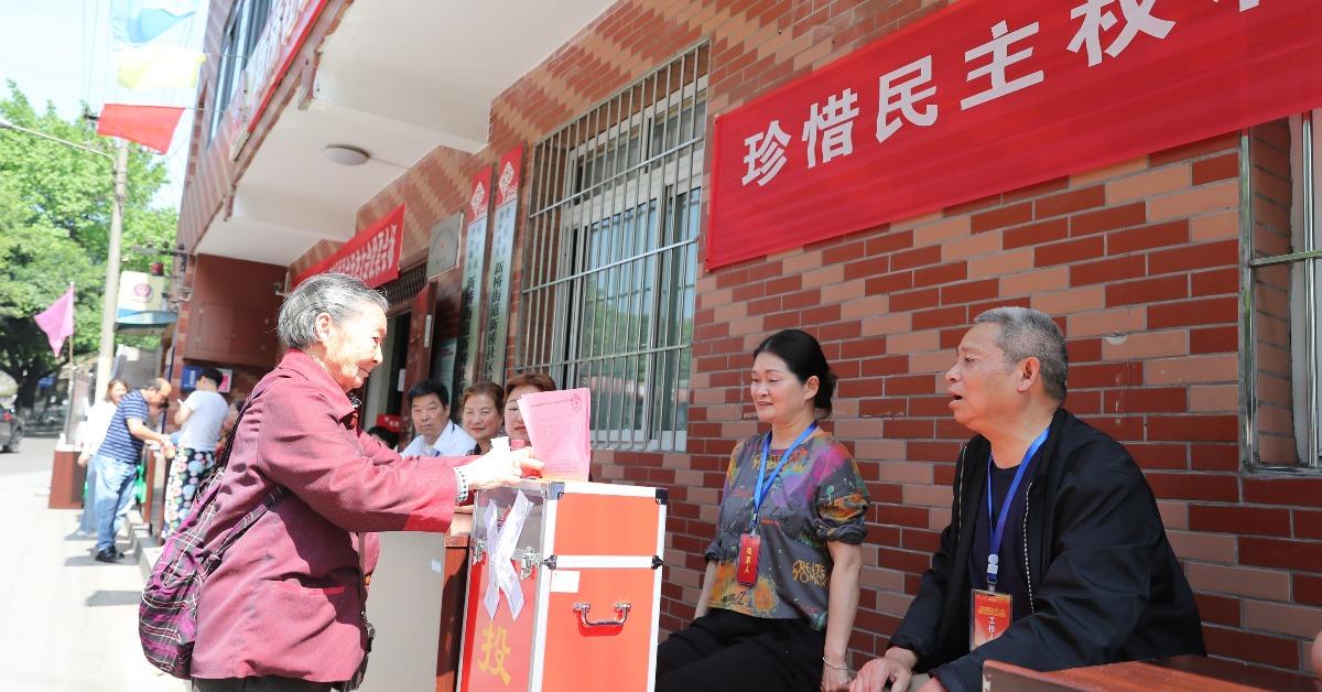 當代中國-名家-張維為論中國治國理念:關注民情國情完善特色社會主義制度