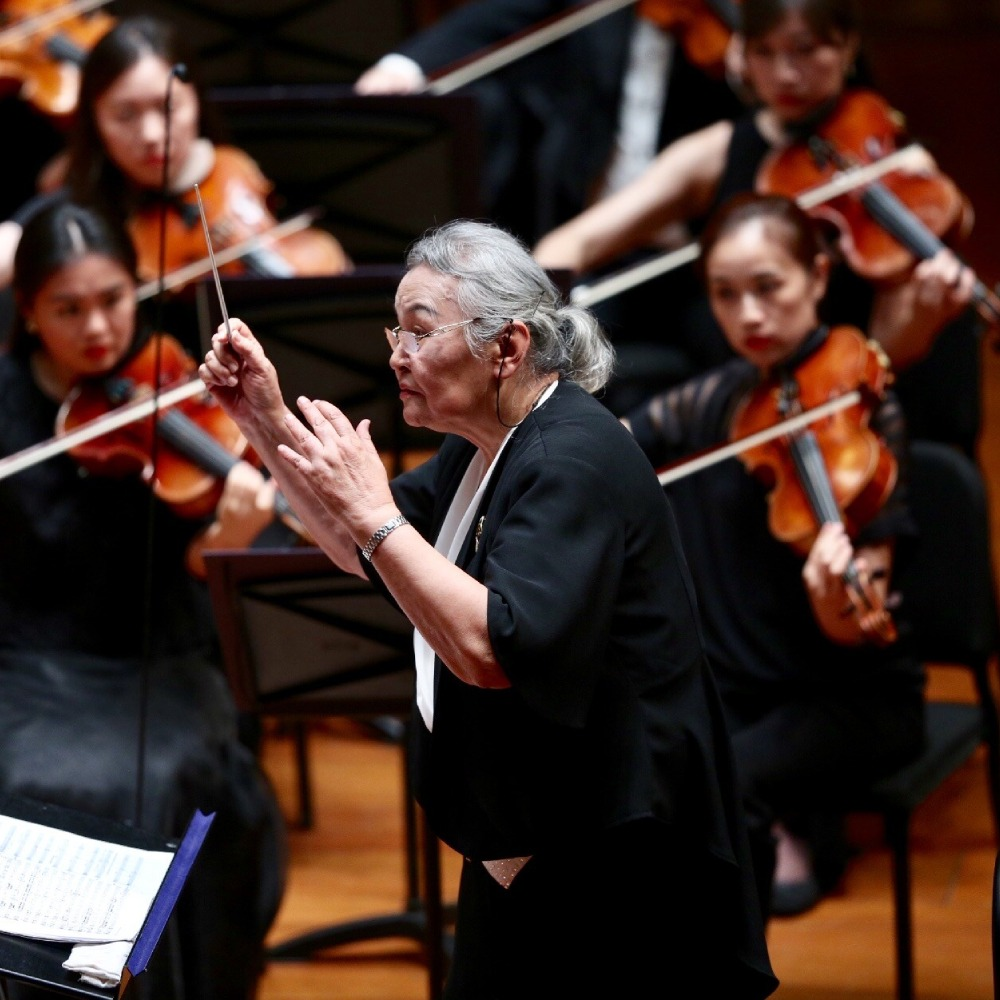 當代中國-中國文化-中國第一位女指揮家
