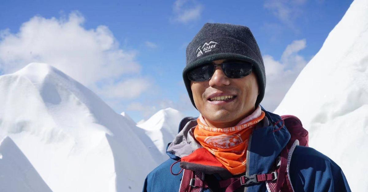 登頂珠峰-張洪