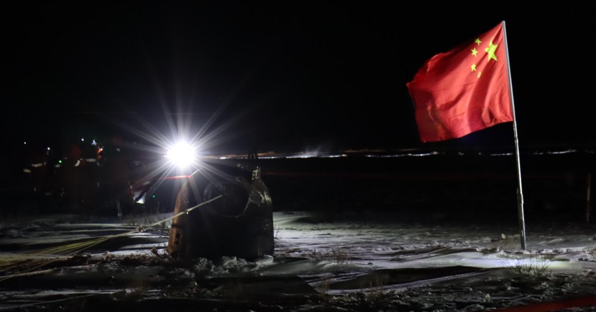 當代中國-中國科技-嫦娥五號「攬月歸來」順利返抵地球