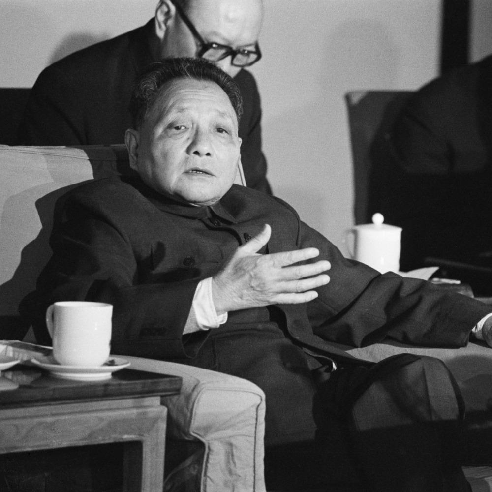 當代中國-當年今日-鄧小平登《時代》