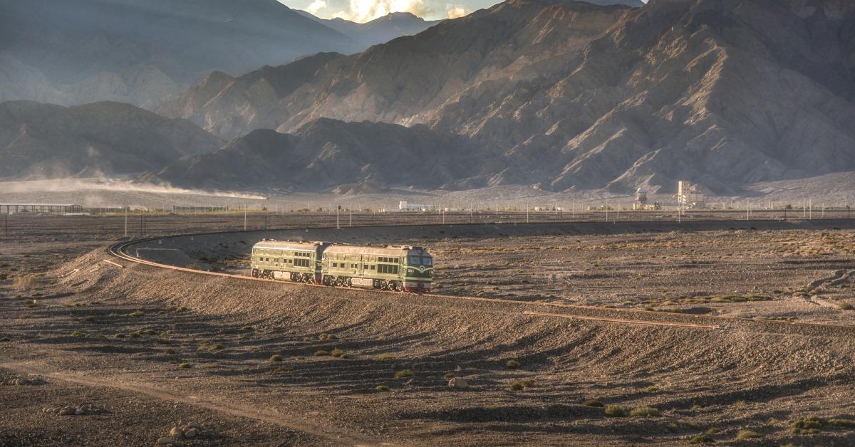 當代中國-當年今日-南疆鐵路全線通車