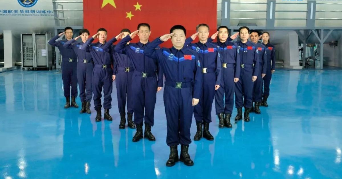 當代中國-當年今日-第一代航天員