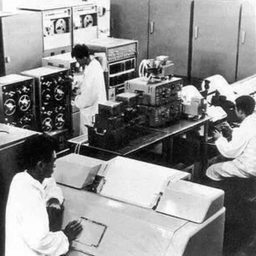當代中國-當年今日-電腦試製成功